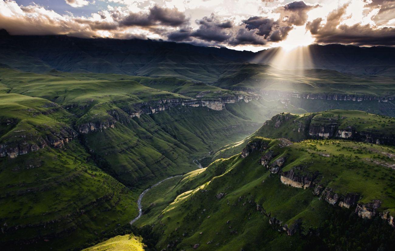 Drakensberg mountains southern africa 1300 829 for Landscape sa
