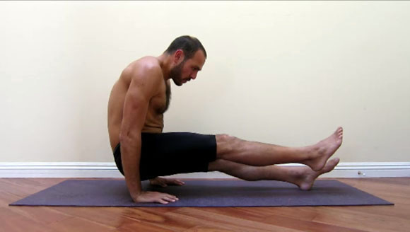 antranik demonstrating a ONE foot supported l sit