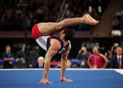 Danell Leyva performing a Manna.