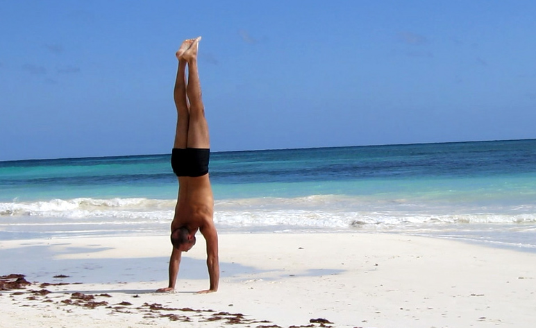antranik practicing handstand in tulum